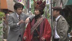 「小林賢太郎テレビ8 ~ wonderland ~」のワンシーン。(c)NHK
