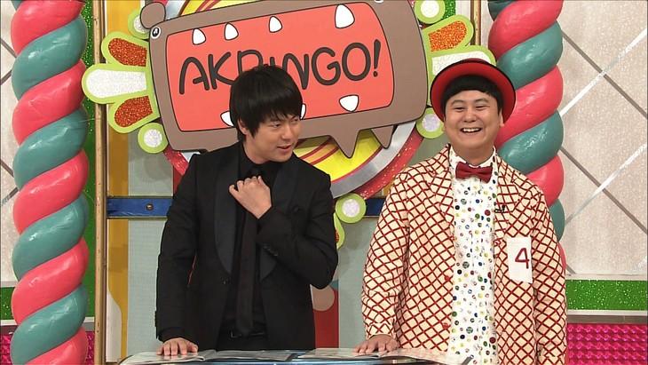 「AKBINGO!」の新MCに就任したウーマンラッシュアワー。(c)日本テレビ