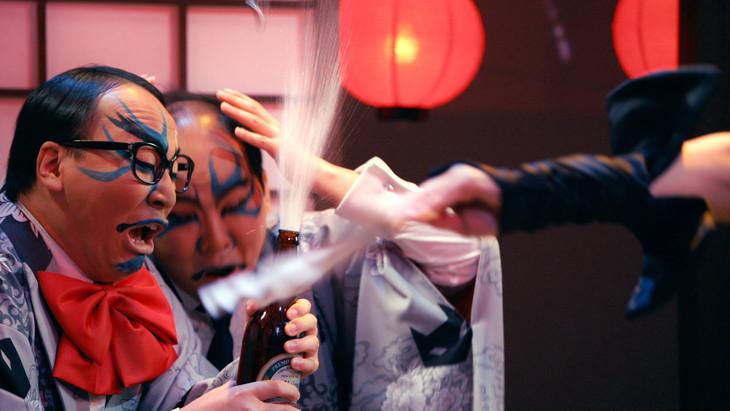ダイナマイトボートレースの新CM「いじめ主人の巻~その壱~」に出演するトレンディエンジェル。