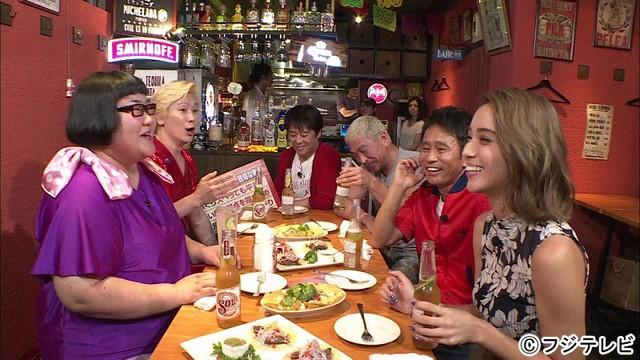 「ダウンタウンなう」の恒例企画「本音でハシゴ酒」に出演する、メイプル超合金(左)。