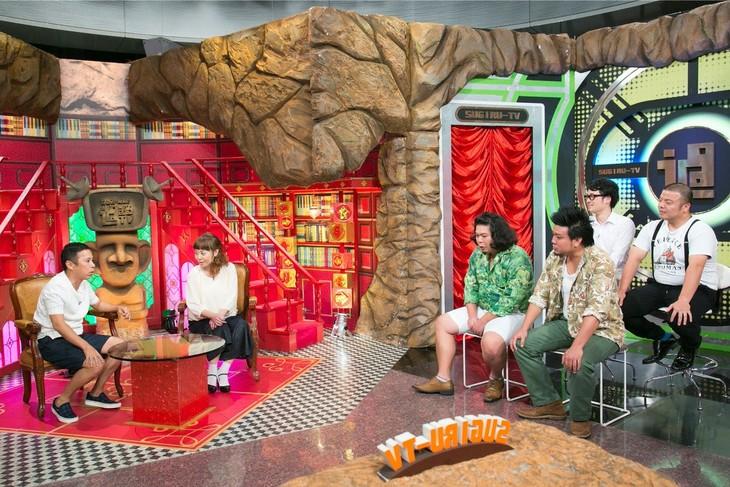 「なるみ・岡村の過ぎるTV」に出演する(左から)ナインティナイン岡村、なるみ、大自然、セルライトスパ。(c)ABC