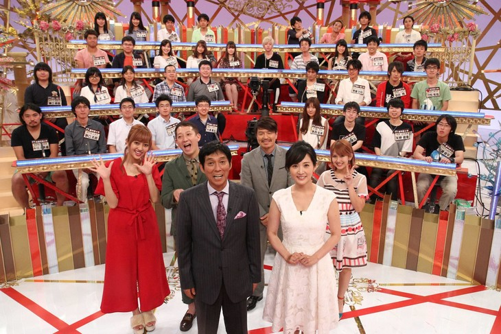 (前列左から)明石家さんま、高島彩ら「さんまの東大方程式」の出演者たち。(c)フジテレビ