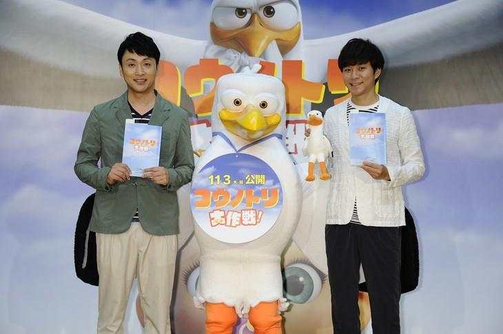 アニメ映画「コウノトリ大作戦!」の公開アフレコイベントに登場したアンジャッシュ。
