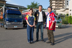 左から友近、舘ひろし、星田英利。(c)TBS