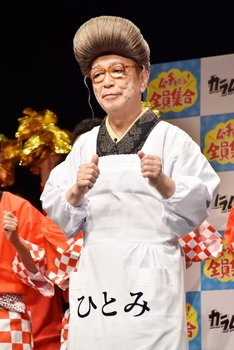 イベント終盤、「8時だョ!全員集合」のテーマソングに乗って踊る志村けん。