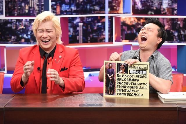 (左から)メイプル超合金カズレーザー、次長課長・河本。(c)中京テレビ