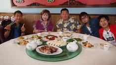 「快傑えみちゃんねる 祝900回ハワイで大告白SP!」の出演者たち。(c)関西テレビ