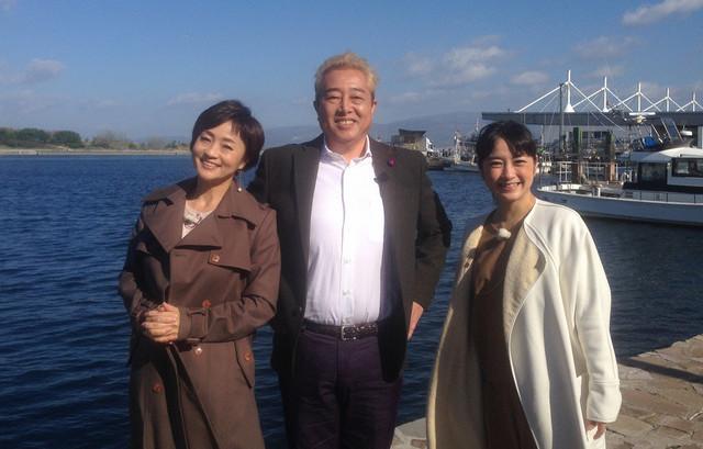 左から橋本志穂、ガダルカナル・タカ、武内由紀子。(c)読売テレビ