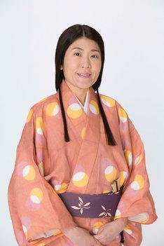 光浦靖子扮するあやめ。(c)NHK
