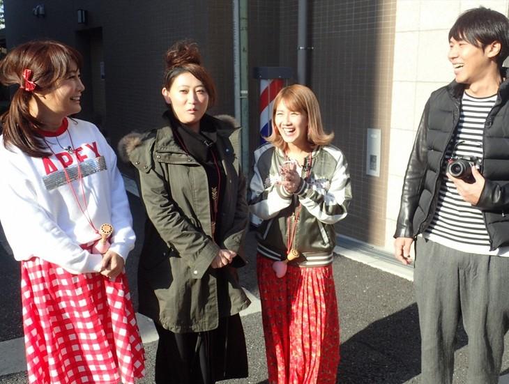 「旅ずきんちゃん」に出演する(左から)はるな愛、友近、岡井千聖、ロッチ・コカド。(c)CBC