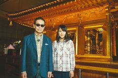 左からタモリ、近江友里恵(NHKアナウンサー)。(c)NHK