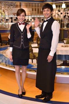チュートリアル徳井(右)、笹川友里TBSアナウンサー(左)。