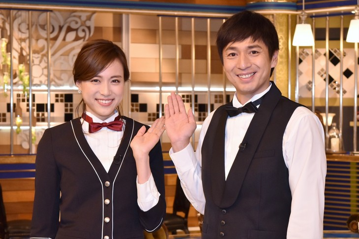 新番組「人生最高レストラン」MCのチュートリアル徳井(右)、笹川友里TBSアナウンサー(左)。