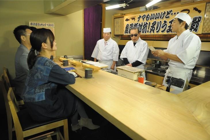「タモリ倶楽部」の「ナマもいいけど…魚貝類対抗!炙りう王決定戦」のワンシーン。(c)テレビ朝日