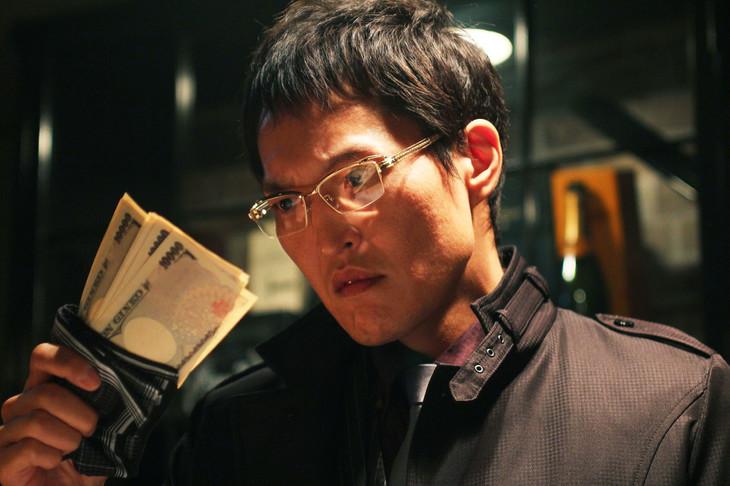 「新・ミナミの帝王 13~光と影~」より、千原ジュニア扮する萬田銀次郎。(c)関西テレビ
