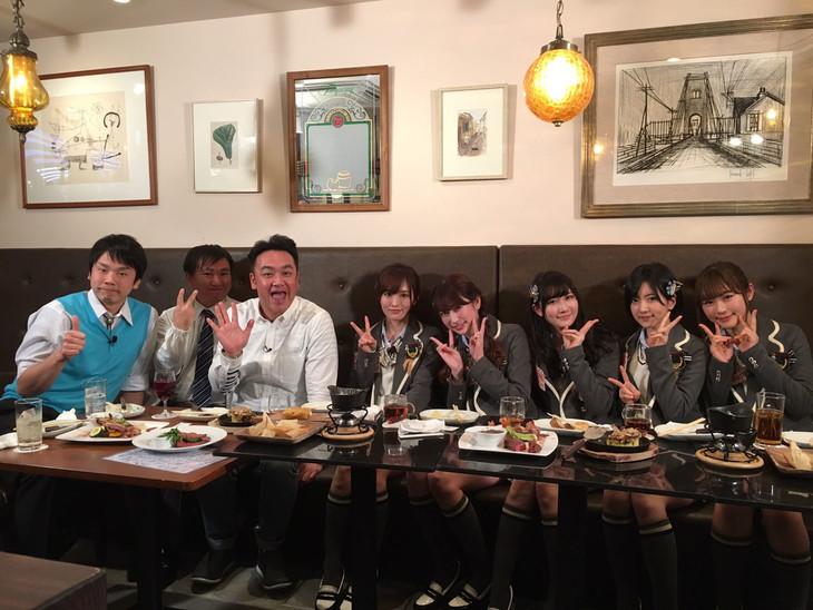 「NMBとかたるくん」の出演者たち。(c)関西テレビ
