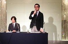 フジテレビの2017年4月改編発表会に出席するフジテレビ編成局次長・宮道治朗氏(右)。