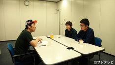 (左から)パンクブーブー佐藤、銀シャリ。