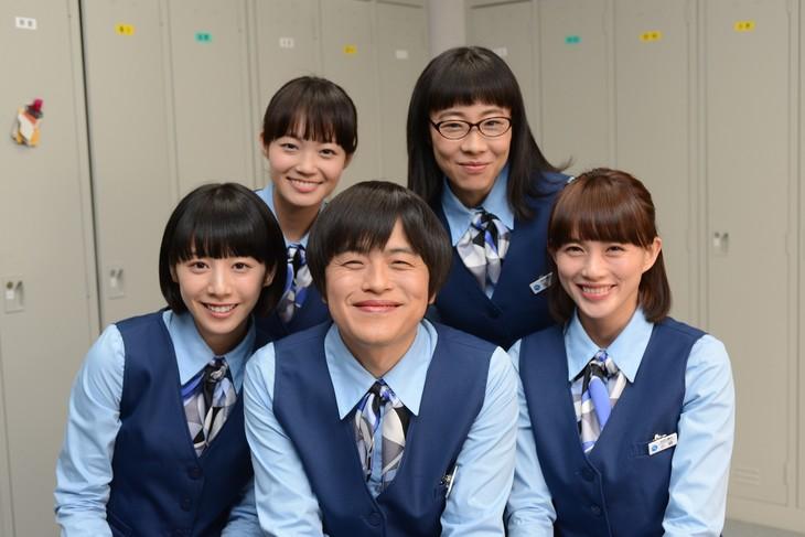 (左上から時計回りに)佐藤玲、山田真歩、臼田あさ美、バカリズム、夏帆。