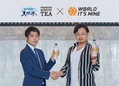 「サントリー天然水 PREMIUM MORNING TEA レモン」開発チーム担当者と瀬良社長(右)。