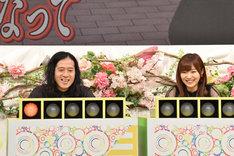 左からピース又吉、指原莉乃。(c)日本テレビ