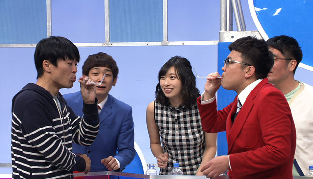 「ザ・大声クイズ」の司会者に挑戦する銀シャリ橋本(右)。(c)テレビ東京