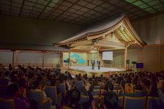 「笑い飯のおもしろ漫才ツアー」初日奈良公演の様子。