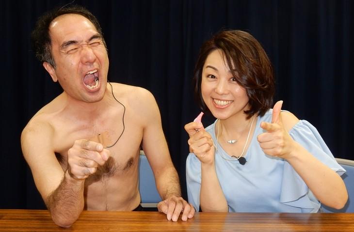 左から江頭2:50、早川亜希。(c)大川興業 / オデッサ・エンタテインメント