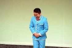 「月笑」5月号最後のネタとして「無印良品スターシリーズ」を披露するくじら。