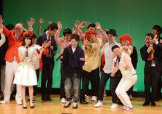 新宿明治安田生命ホールに「お疲れちゃ~ん」を贈るインスタントジョンソンゆうぞう。