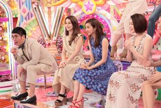アドバイザーのおぎやはぎ小木(左端)ら「プロダクション矢作舎」のメンバー。(c)テレビ朝日