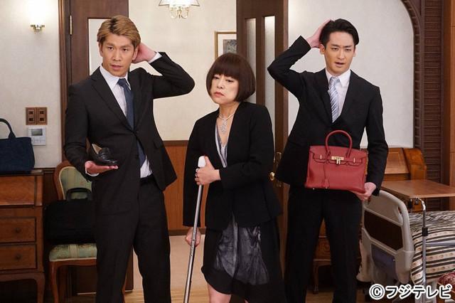 ドラマ「人は見た目が100パーセント」に出演するブリリアンと、楠見薫 (中央)。