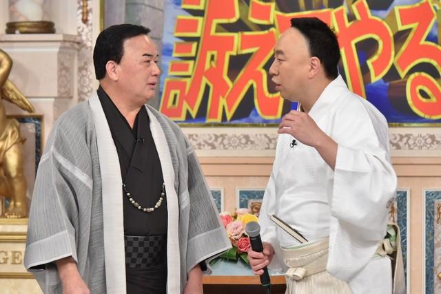 初対面を果たした(左から)細川たかし、レイザーラモンRG。(c)日本テレビ