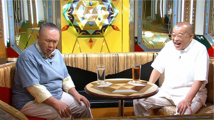 左から松村邦洋、笑福亭鶴瓶。(c)テレビ東京