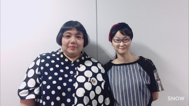 「SNOW」の顔交換で遊ぶメイプル超合金・安藤と新川優愛。(c)読売テレビ