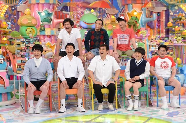 「アメトーーク!」で展開される「思い出のファミコン芸人」の出演者たち。(c)テレビ朝日