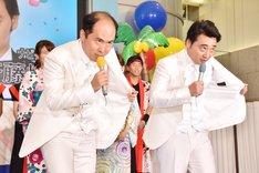 """""""Wサイトウ""""として「サイトウさんだぞ」を連発した(手前左から)トレンディエンジェル斎藤、ジャングルポケット斉藤。"""