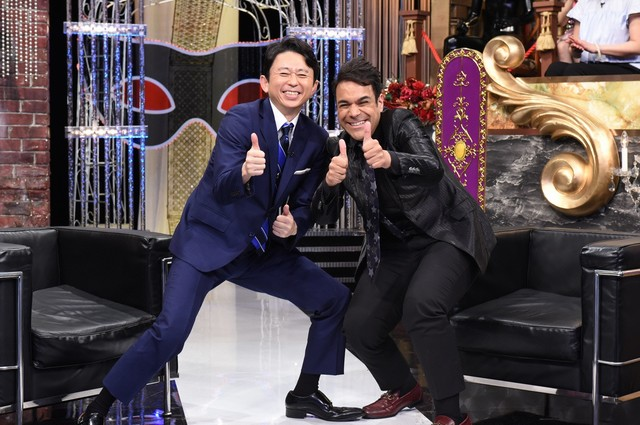 左から有吉弘行、エドアルド。(c)日本テレビ