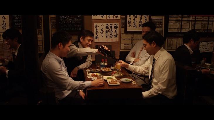 「AROMASTIC×又吉直樹『元、落語家』オリジナルムービー本篇」のワンシーン。