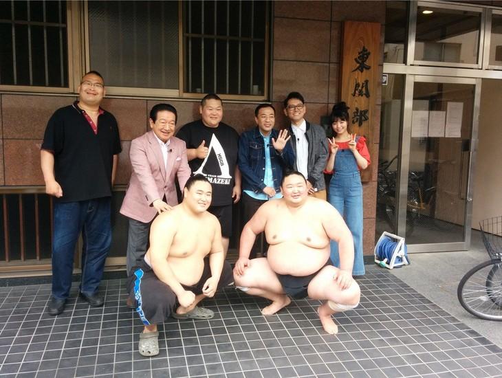 「極上!旅のススメ」で大相撲の東関部屋を訪れる一行。(c)テレビ朝日