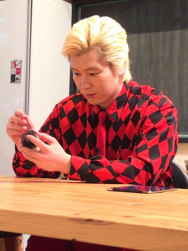 新コーナー「インスタ王子への道」に登場するメイプル超合金カズレーザー。(c)日本テレビ