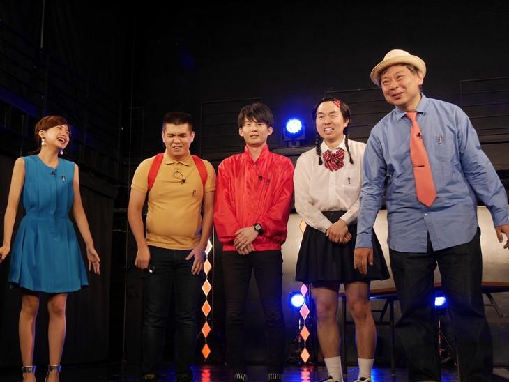 左から曽田茉莉江、ジェラードン、鈴木おさむ。(c)BSフジ