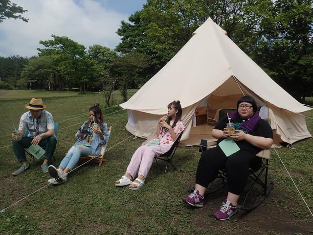 「旅ずきんちゃん」で「魅力的なキャンプの旅」に臨む、(左から)ペナルティ・ヒデ、みちょぱ、藤田ニコル、メイプル超合金・安藤なつ。(c)CBC