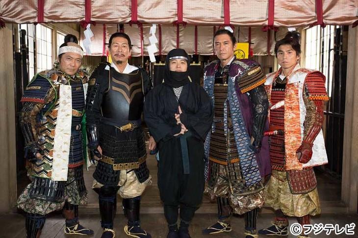 「FNS27時間テレビ にほんのれきし」内ドラマ「僕の金ケ崎」の出演者たち。