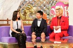 (左から)薬丸玲美、爆笑問題・田中、メイプル超合金カズレーザー。(c)TBS