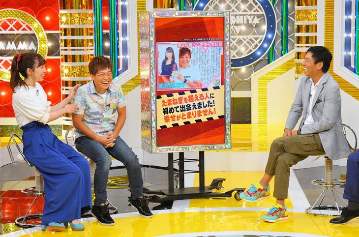 妻の福田多希子(左)と「痛快!明石家電視台」に出演する土肥ポン太(中央)。(c)MBS
