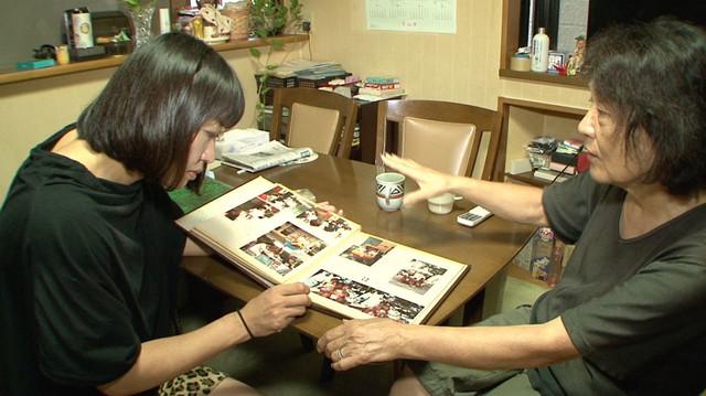 里帰りする南海キャンディーズしずちゃん(左)。