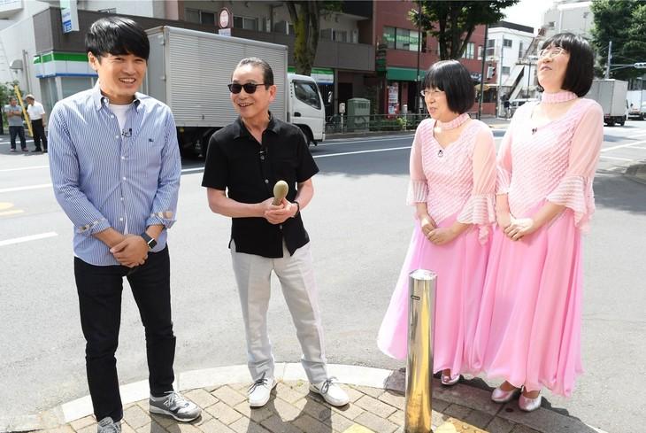 「タモリ倶楽部」に出演する(左から)劇団ひとり、タモリ、阿佐ヶ谷姉妹。(c)テレビ朝日