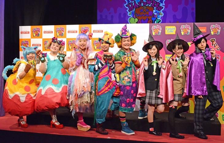 「ハロウィンカワイイ プロジェクト」発表会に登壇した(左から)おかずクラブ、横澤夏子、千鳥、福原遥、越智ゆらの、宇佐卓真。
