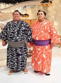 大銀杏を結ったマツコ・デラックス(右)と、千代丸(左)。(c)テレビ朝日